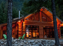 LAKE LILLOOET LOG CABIN : MOUNT CURRIE, COLOMBIE-BRITANNIQUE